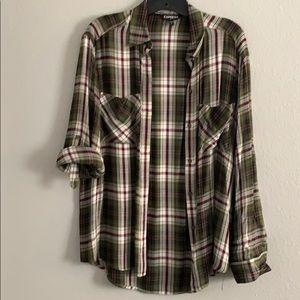 🍍8/$20 Green plaid button down shirt